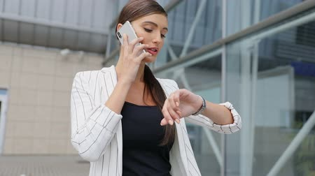 késő : Beautiful Business Woman Talking On Phone Going To Work