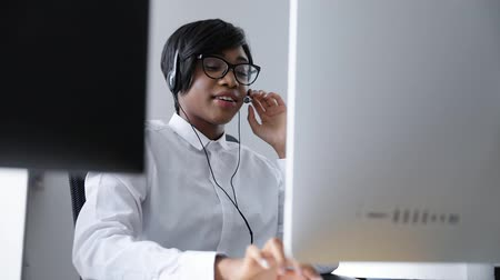 afro amerikan : Customer Support. Afro-American Woman Working In Call Center, Serving Clients On Hotline Stok Video