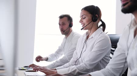 телефон доверия : Contact Center Operator With Beautiful Woman Working On Hotline Стоковые видеозаписи