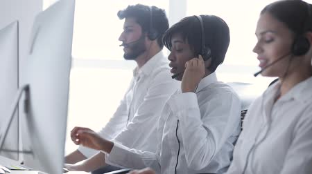 garniture : Call center. People In Headsets Working At Customer Support Stock Footage