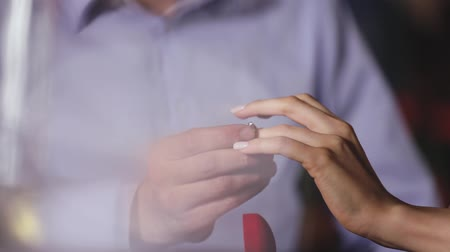 nişanlısı : Marriage Proposal. Closeup Man Wearing Ring On Womans Hand