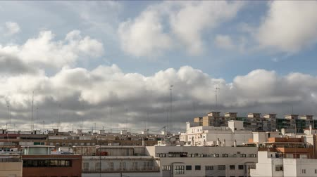 окрестности : Storm fast clouds white and dark gray Time-lapse Old and deteriorated facade of a building valencia in a poor and humble neighborhood