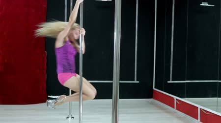 striptérka : Young slim sexy pole dance woman fhd