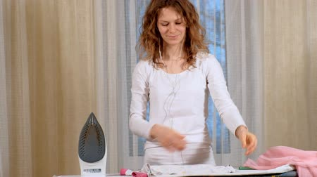 ütüleme : Attractive and beautiful woman ironing clothes at home Stok Video