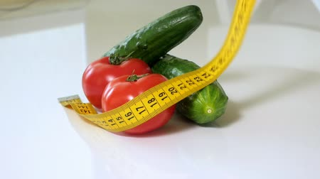 gênero alimentício : fresh vegetables measured the meter on a white Stock Footage