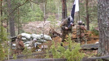 armado : Soldiers in camouflage with combat weapons are being fired in the shelter of the forest, the military concept