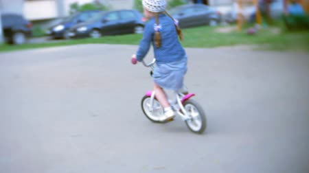 rowerzysta : Little beautiful girl is riding a bicycle