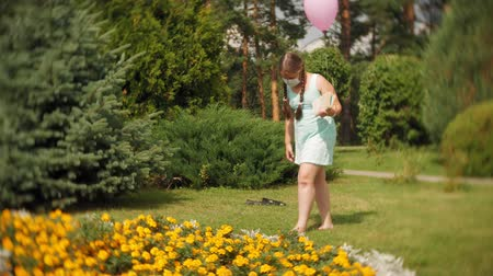 kaszel : Cute girl in a respirator reading a book in the park Wideo