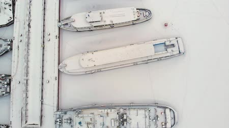 amburgo : river port, standing of cargo ships, vessel with a crane, winter, aerial survey, top view
