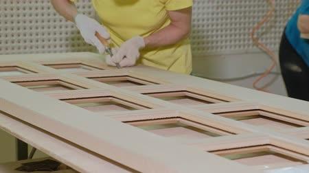 folheado : the process of polishing wooden door blank, the production of rustic interior doors