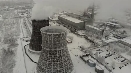 çevre kirliliği : Steam, smoke from pipes at a thermal power station. Aerial. Stok Video