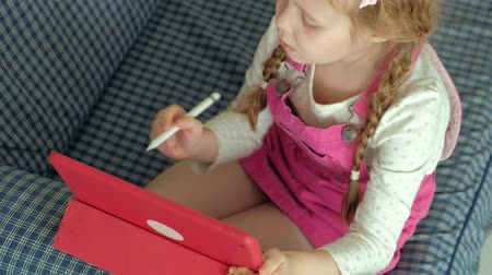 senta : Little girl coloring on a tablet