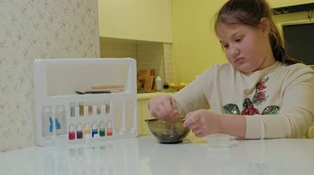 goop : the process of making slime at home