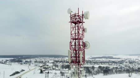 клетка : Tower with antennas and cymbals cellular, wireless. Copter shoot