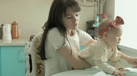 matka dziecko : Mother feeds the baby with a spoon. Mother concept Wideo