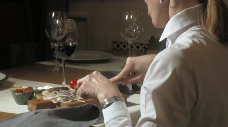 szószok : Beautiful blonde woman eating and drinking in restaurant, lunch or dinner time