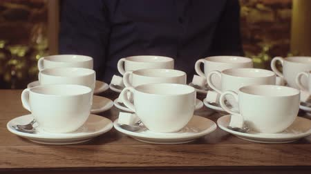 banquete : many empty white clean tea cups