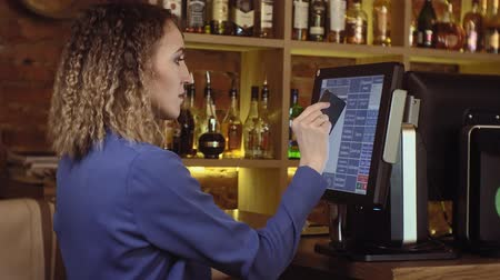 accepting : Waitress using a touchscreen in a restaurant