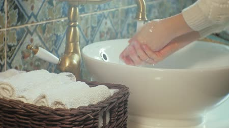 dobrado : Woman washes her hands and dries them, concept of cleanliness Vídeos