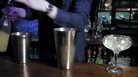 shaker : making an alcoholic cocktail at the bar Stock Footage
