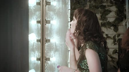 divas : Actress in front of a mirror