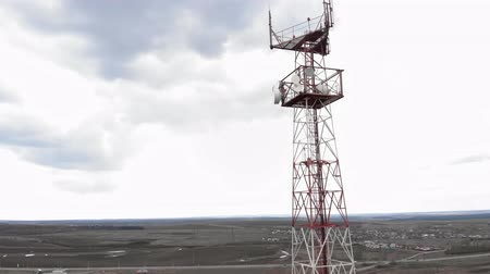 antennák : Flying around the communications tower. Aerial footage from a copter Stock mozgókép