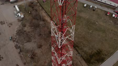 transmitir : Flying around the communications tower. Aerial footage from a copter Vídeos