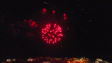 delirar : Fireworks over the city. Air shooting from the drone Vídeos