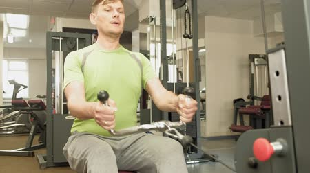 részvények : The overweight man shares lower cravings, back exercises, in the gym. Fitness. Healthy lifestyle