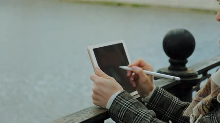 szeplők : woman uses tablet outdoors. Spring