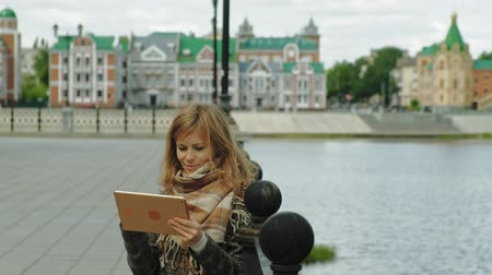 freckles : woman uses tablet outdoors. Spring