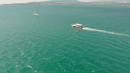 sobre o branco : A white yacht with a sail floats in the blue sea in summer. Aerial shot