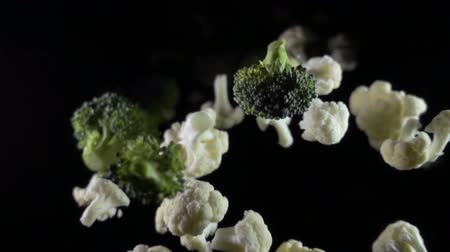 conservado : Cauliflower falls in the air on a black background. slow motion. Vídeos