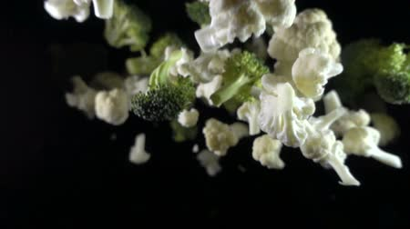 conservado : Cauliflower falls in the air on a black background. slow motion. Stock Footage