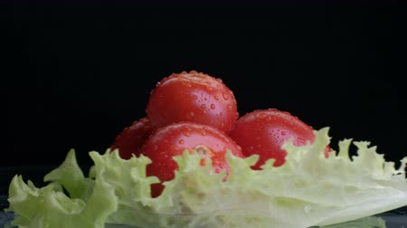 フェンネル : tomato from a large set of vegetables on a black background. Concept of vegetarianism and healthy eating