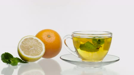 jarras : Fresh and cold ice tea with sliced lemon and mint