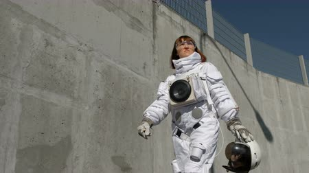 расширение : Female astronaut steps forward. Fantastic spacesuit. Exploration of outer space. Стоковые видеозаписи