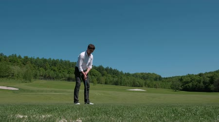 フェアウェイ : Golfer Hitting Ball with Club on Beatuiful Golf Course