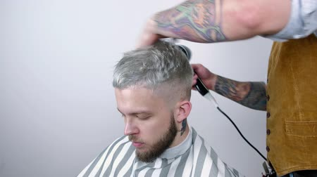suszarka : Male hairstyle in salon. Man hair drying in barber shop. Barber styling hair with dryer. Finish hairdressing. Hair dryer man in barbershop