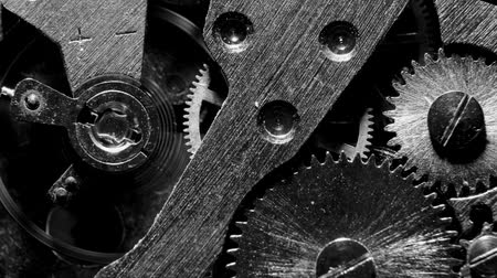 escovado : Watch mechanism macro loop.Old vintage clock mechanism working Vídeos