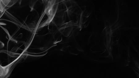 paranormaal : White smoke on black background