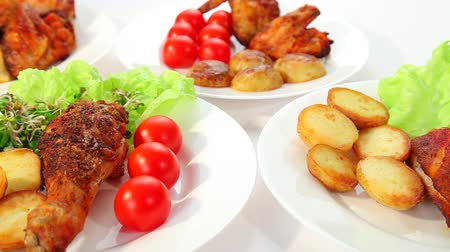 rosto : Roasted chicken with potatos chips salad and tomatoes