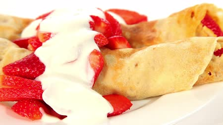 блин : Pancake with strawberry and yogurt, sweet dessert