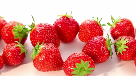 çilek : beautiful strawberries - dolly shot of strawberry Stok Video