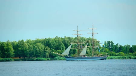 kotva : Sailing ship at sunny summer day, beautiful tall ship Dostupné videozáznamy