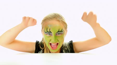 caucasiano : Scary little green girl for Halloween - trick or treat