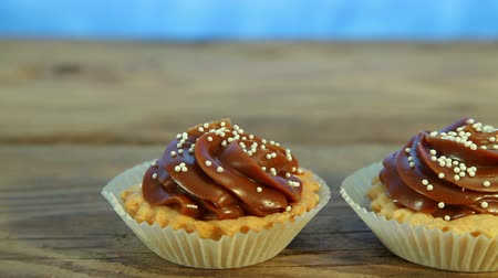 aprósütemény : Tasty chocolate cupcake, muffin on wood Stock mozgókép