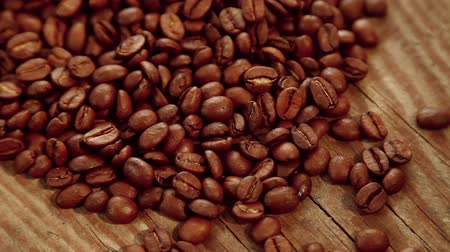 madeira : Coffee beans on wood background Vídeos