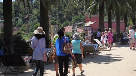 Каталония : Tourists in Park Guell Barcelona