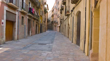 uliczka : Old town street in Tarragona city, Costa Daurada Spain Wideo